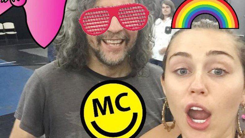 Miley Cyrus fue la primera en probar los stickers.
