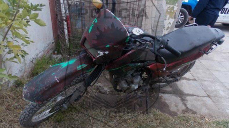 La motocicleta Motomel que encontraron en el lugar del allanamiento.