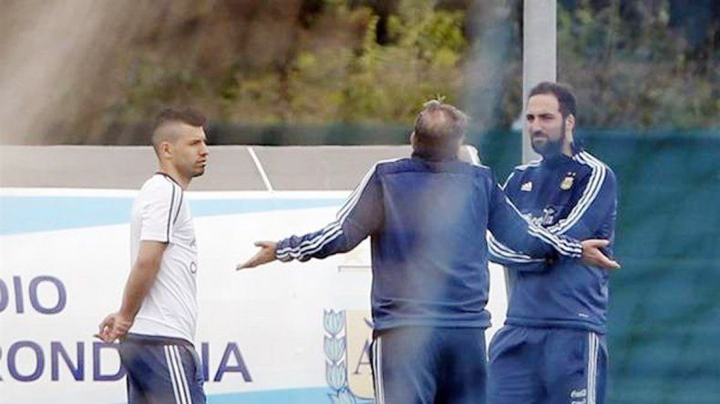 El Tata charló en las últimas horas con los dos atacantes y explicó cuál es su idea para el próximo partido.