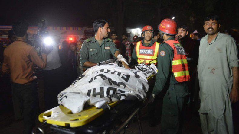 Un atentado suicida en Pakistán causó al menos 50 muertos