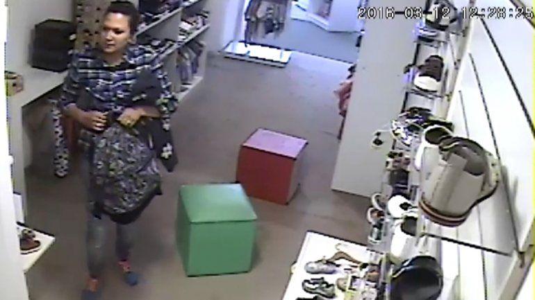 Escrachan a una mechera de Plottier por robar en una tienda infantil