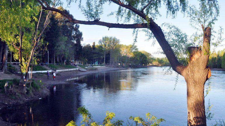 Peressini quiere potenciar los 20 kilómetros de costa del río Limay.