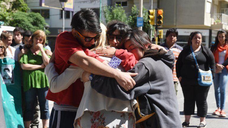 La mamá de la nena y sus hermanos conmocionados pidieron justicia.