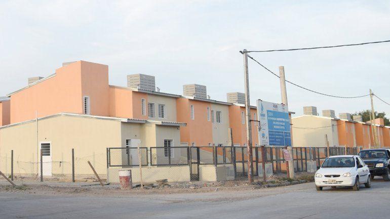 En la ciudad de Neuquén se prevé la construcción de 143 casas a través del convenio firmado con la Secretaría de Vivienda de la Nación.