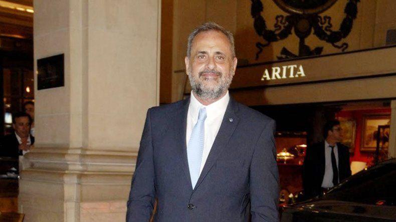 El periodista formó una sociedad comercial con Miguel Ángel Pires.