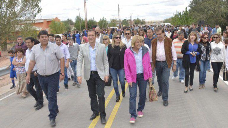 Gutiérrez recorrió la localidad juntos a dirigentes locales.
