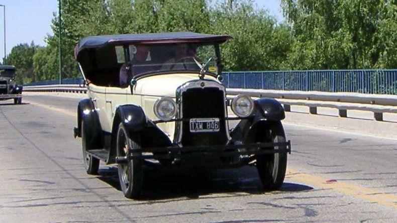 Los vehículos antiguos son muy codiciados por algunos amantes de los fierros.