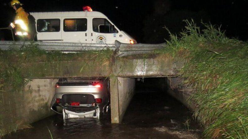 Tres muertos tras despistarse un auto oficial