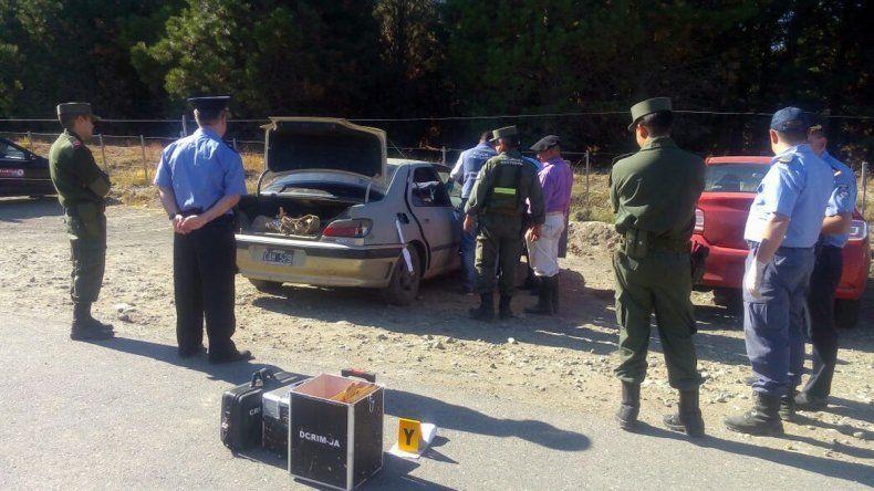 El hombre que se tiró al Chimehuin tenía droga y un arma en el auto