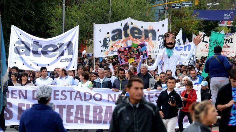 Fuentealba: masiva marcha en reclamo de justicia a 9 años de su muerte