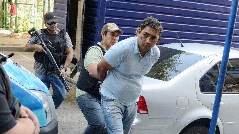 El líder de Los Champú violentó la puerta de la casa y baleó a la mujer.