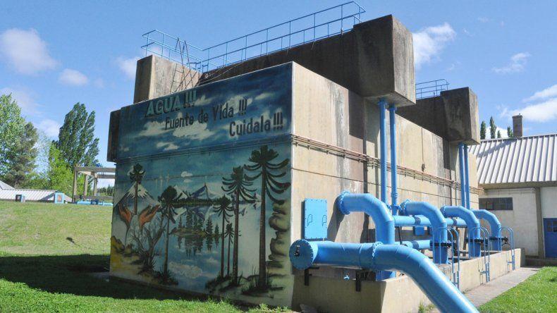 La planta de agua abastece cada vez a más familias en la ciudad.