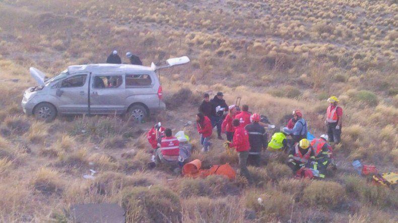 Se encandiló y provocó un vuelco: seis personas heridas