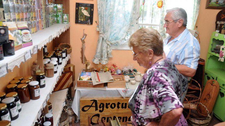 Centenario tiene chacras que se abren a los turistas de paso.