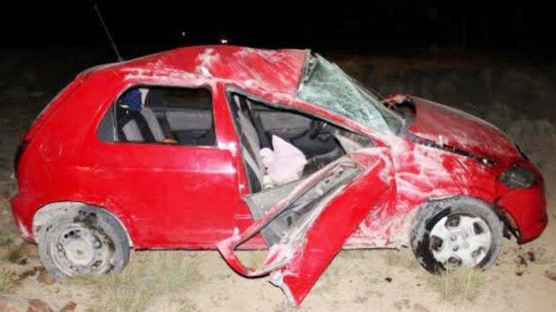 El Chevrolet Celta dio tres tumbos