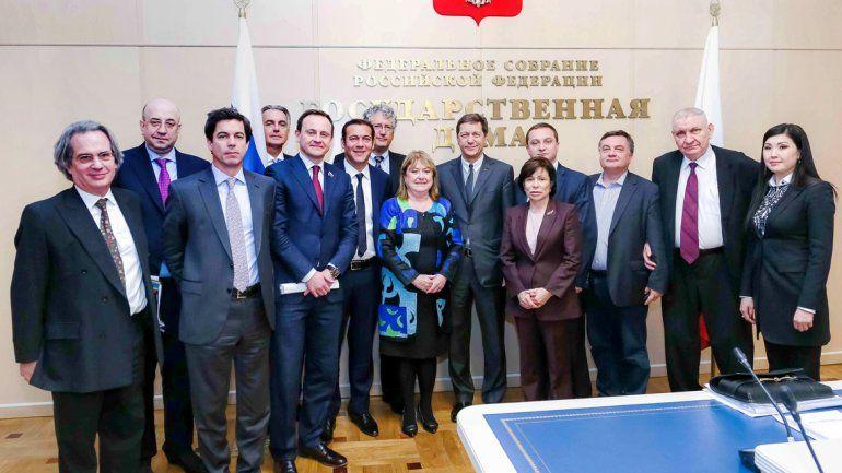 El gobernador tuvo ayer su primer día en Rusia. Se reunió con autoridades legislativas. En la foto se lo ve junto a la canciller Susana Malcorra.