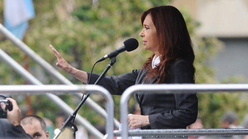 Tras presentar un escrito, Cristina habló ante una multitud