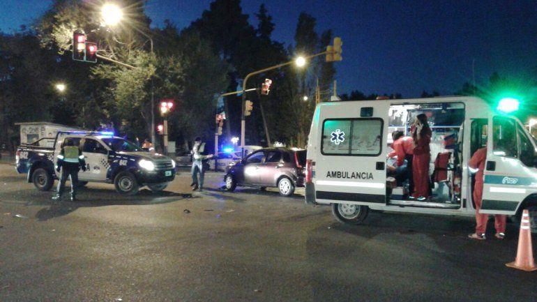 Un hombre resultó herido al chocar su auto contra otro vehículo en Ruta 22 y Saavedra.