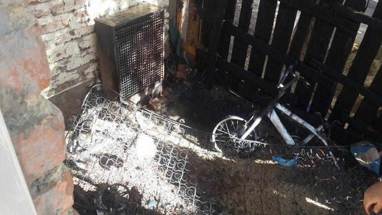 Un hombre sufrió quemaduras leves al incendiarse parte de su casa