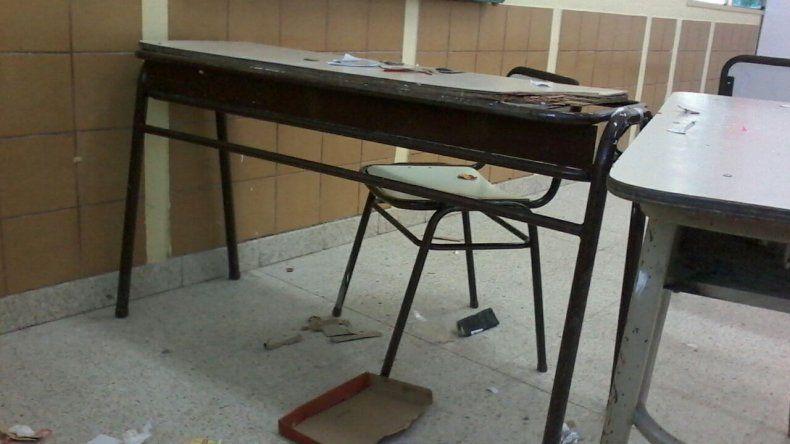 La Escuela 196 no tiene clases por la mugre de las aulas