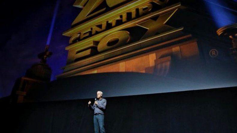 Una de las imágenes que subió el director en su cuenta de Twitter donde se lo ve en el Cinemacon de Las Vegas 2016.