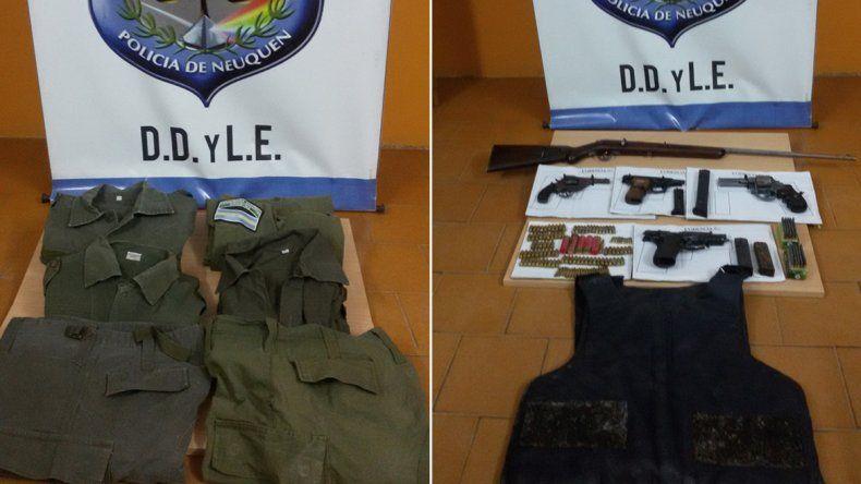 Encontraron ropa de gendarmería, armas y municiones en un allanamiento