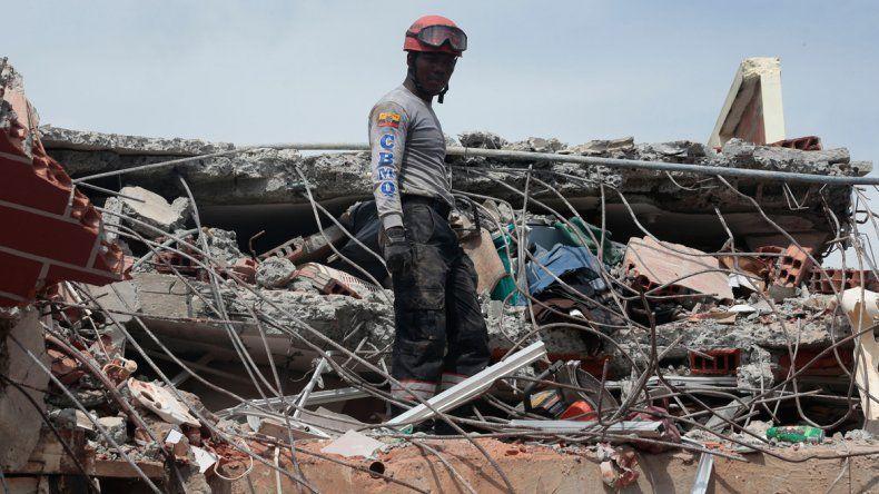 Ecuador: ascendieron a 480 los muertos por el terremoto