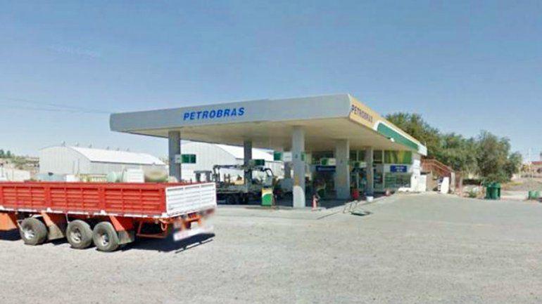 De la estación de servicio Petrobras de Centenario se llevó 55 mil pesos.