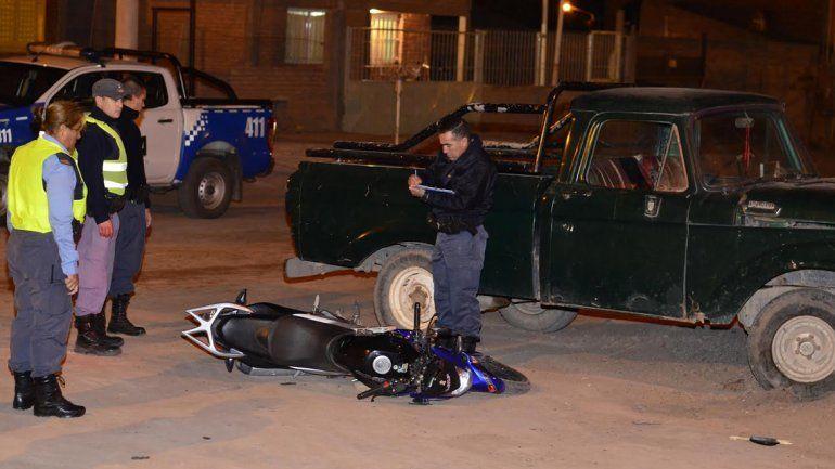 Murió un motociclista de 17 años al chocar contra una camioneta en Rincón de los Sauces