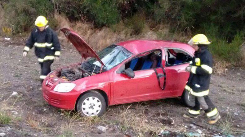 Tres personas heridas tras un violento vuelco sobre la Ruta Nacional 40