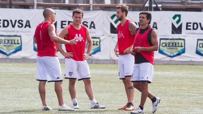 Pinto estará en el lateral izquierdo en lugar de Alexis Villacorta.