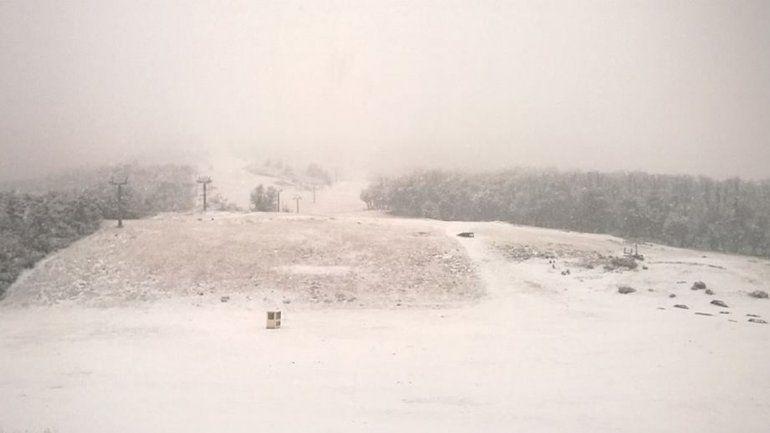 El Cerro Chapelco amaneció con un manto blanco