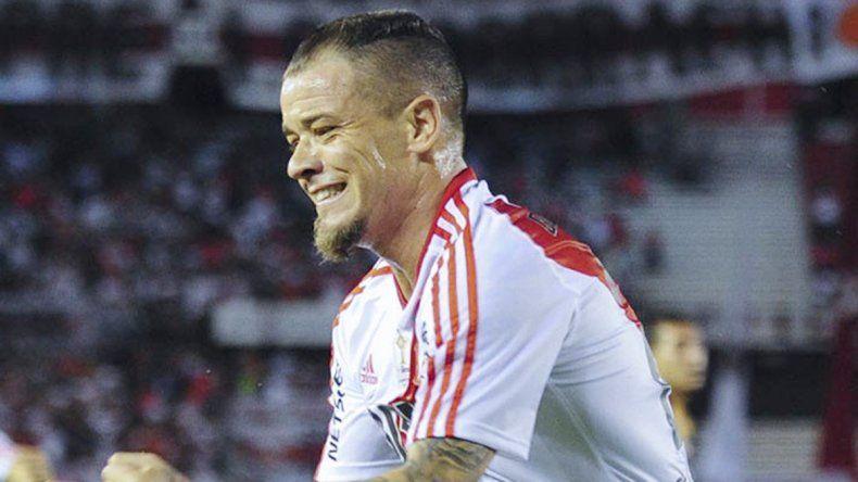 Xeneizes y millonarios buscarán una victoria que sirva de trampolín para la Libertadores. Tevez llega de racha y DAlessandro regresa a La Boca.