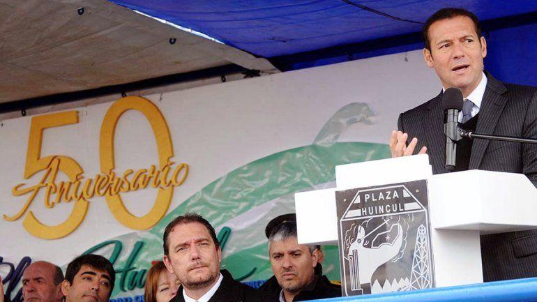 El gobernador hizo el anuncio en Plaza Huincul
