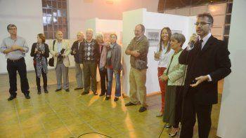 Autoridades, amigos, alumnos y familiares estuvieron presentes durante la inauguración de la muestra.