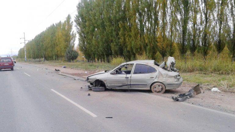 El conductor viajaba sin el cinturón de seguridad colocado y salió despedido.