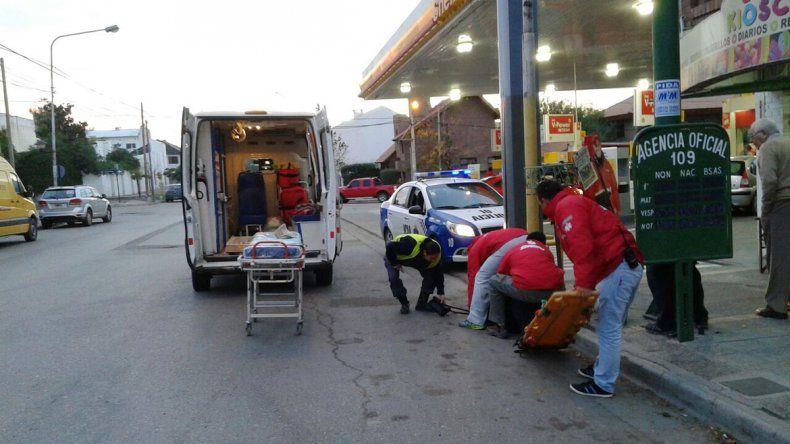Una joven fue atropellada por una moto en Belgrano y Larrea.