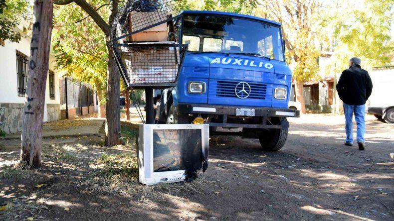 Los apagones son constantes y se queman cada vez más electrodomésticos. Los vecinos piden una solución.