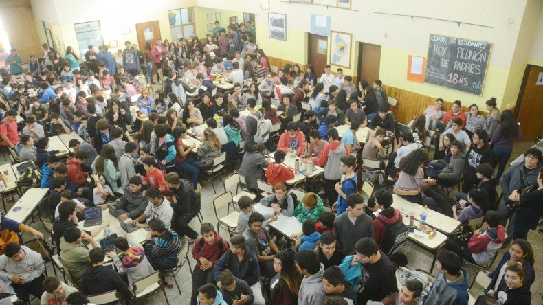 El miércoles pasado los estudiantes realizaron una sentada en el SUM.