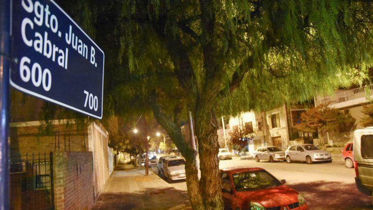 La casa asaltada se ubica en Sargento Cabral al 600. Los delincuentes sorprendieron a la empleada y la ataron.