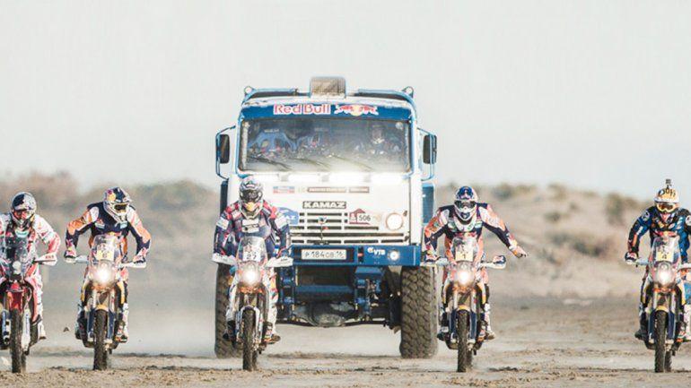 Los competidores van a recorrer 9000 kilómetros.