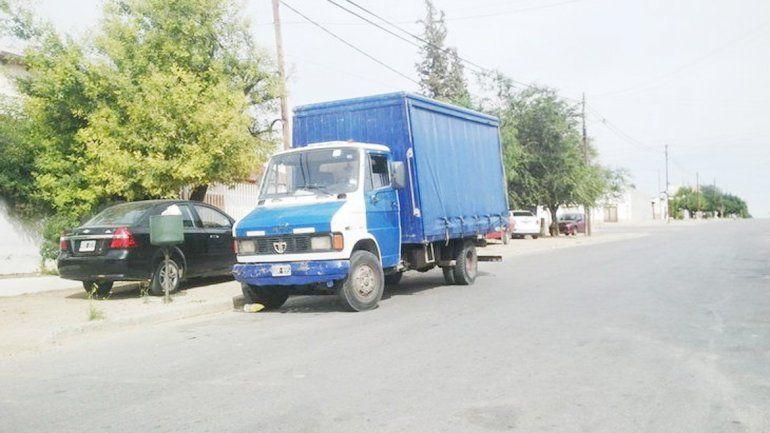 Uno de los camiones de la distribuidora Flapa que fue asaltado por la banda de los petroleros en Cutral Co.