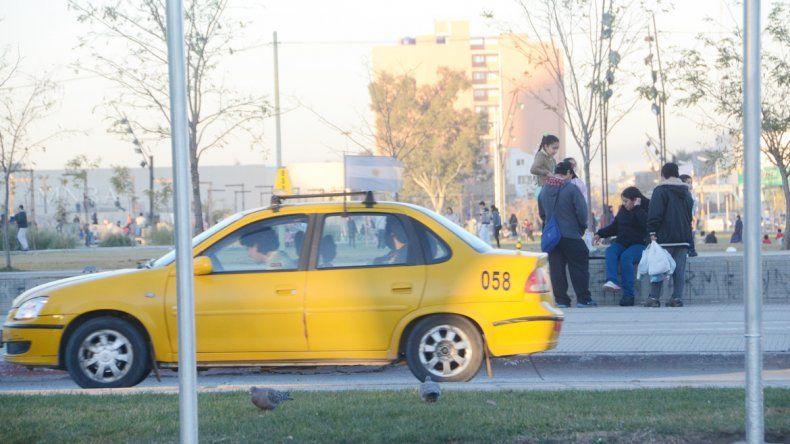 La ciudad tiene los taxis más caros. La tarifa se revisa dos veces al año. El colectivo también subió hace unos días.