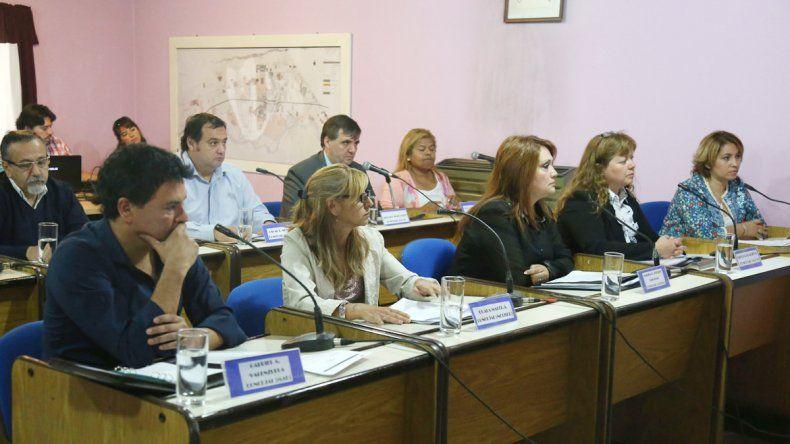 Los concejales acompañan la decisión de endeudarse por los sueldos.