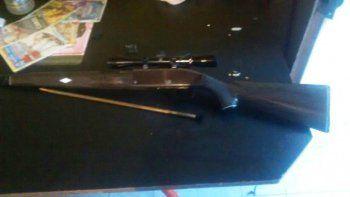 Secuestraron un rifle con mira en un allanamiento en San Lorenzo Sur.