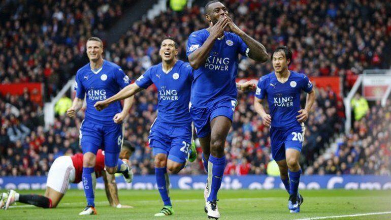 Con Ulloa en la cancha, el Leicester no pudo con el Manchester United