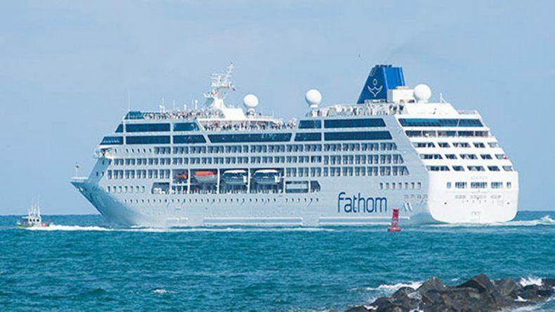 El barco salió de Miami ayer y hoy llegará a la ciudad de La Habana.