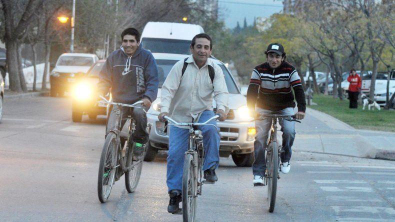 Un poco de ejercicio mientras uno se traslada por la ciudad no viene mal. Muchos eligen las ciclovías