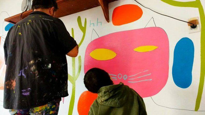 Milo Lockett vuelve a la región para pintar sus coloridos murales