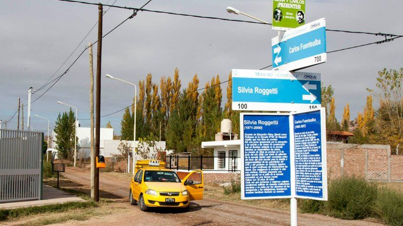 Las calles están ubicadas en el barrio 11 de Octubre de Centenario.